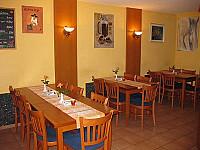 L` Isola Pizza e Pasta inside