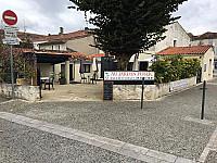Au Jardin Public Bar