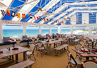 Red's Restaurant and Lounge at the Sea Crest Beach Hotel