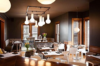 Le Pleasant Cafe