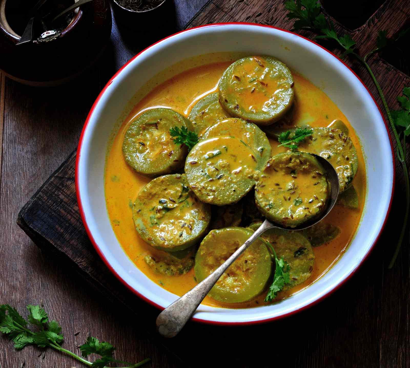 Foto der Schale Schinken Ananas Curry