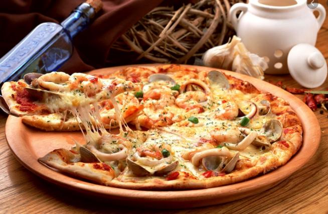 Foto der Schale Meeresfrüchte-Pizza