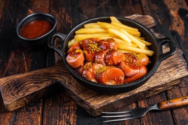 Foto der Schale Currywurst