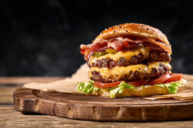 Foto der Schale Cheeseburger