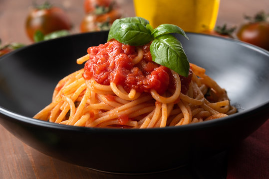 Foto der Schale Spaghetti Tomatensauce
