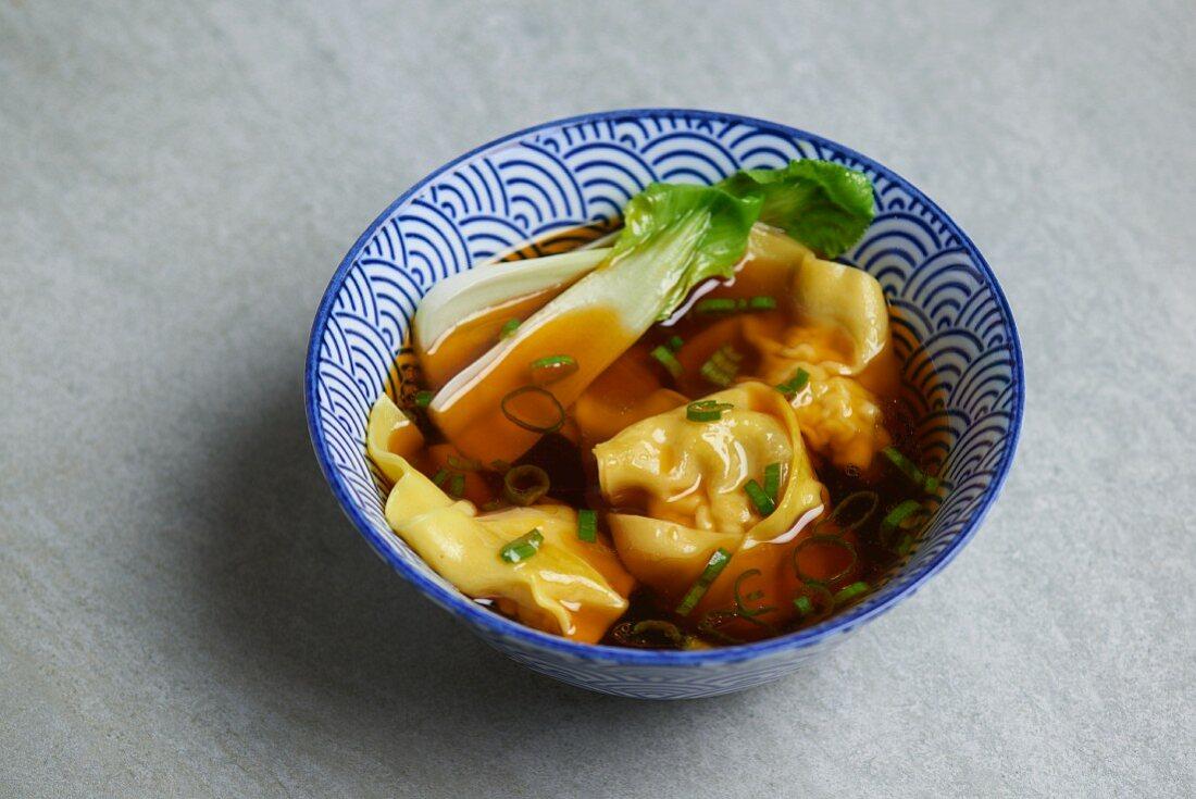 Foto der Schale Wan Tan Suppe